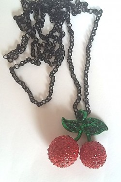 Collier pin-up cerises